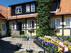Bornholm: Folkemøde overnatning Sommerhus, Feriehus, Hotel, Pension  -  Pension Slægtsgården